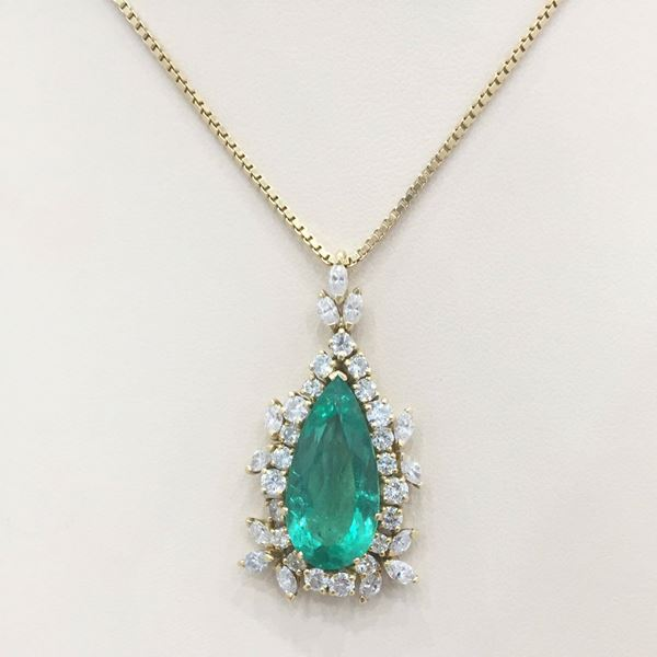 penant chain upscale pendant diamond gold emerald