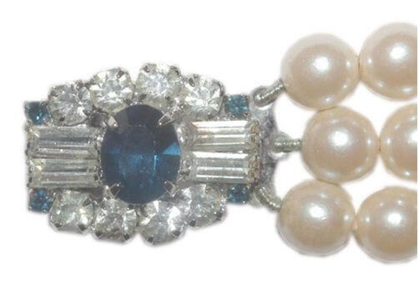 Vintage 1950s Faux Pearl Bracelet with a Dark Blue and Clear Diamante Clasp