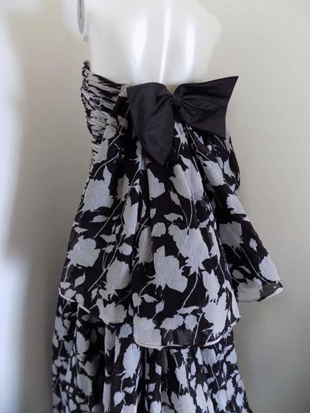 1980s-valentino-museum-piece-white-and-black-dress