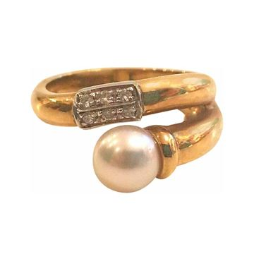 18kt gold 1980s ring with pearl and 6 small diamonds