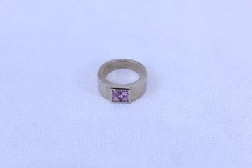 Hermes Pink Sapphire Vintage Gold Ring