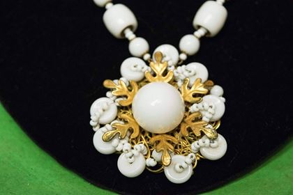 1950s-miriam-haskell-milk-glass-necklace