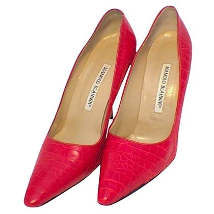 manolo-blahnik-fire-engine-red-alligator-pumps