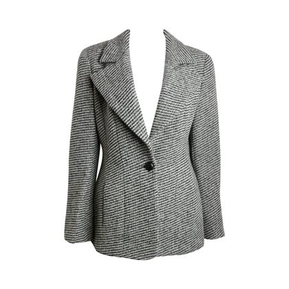 chanel-classic-wood-black-and-white-tweed-blazer