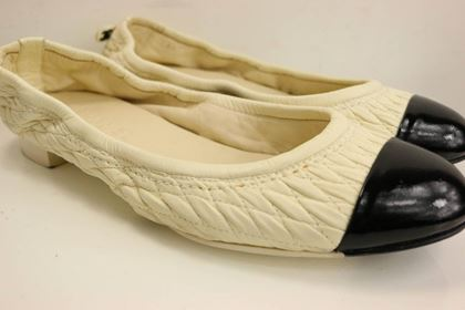 chanel-bi-tones-quilted-white-leather-black-patent-leather-flats
