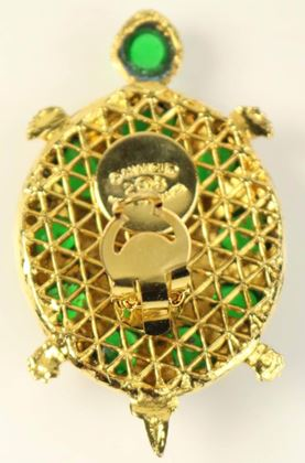 chanel-green-gripoix-gold-toned-setting-clip-on-earrings-in-turtle-shaped
