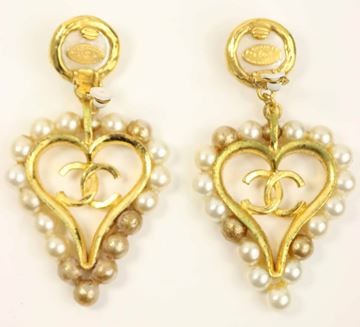 chanel-faux-pearl-gold-toned-setting-cc-heart-shaped-clip-on-earrings