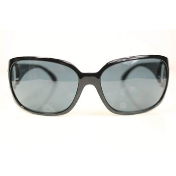 chanel-black-frame-cc-logo-sunglasses