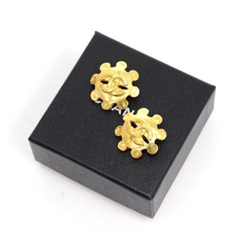 chanel-gold-tone-cc-logo-flower-motif-earrings-2