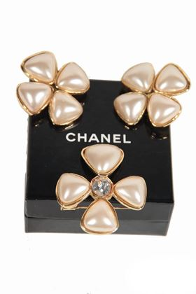 Picture of Chanel 1990s Gripoix Glass Pearls vintage Earrings & Brooch Set