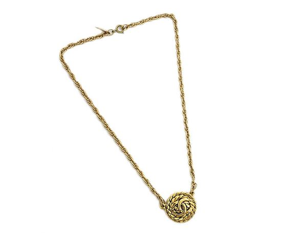 chanel-coco-gold-chain-necklace