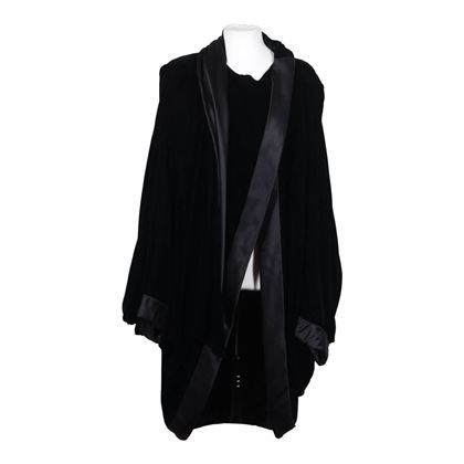 andrea-odicini-couture-italian-vintage-black-velvet-cape-w-dolman-sleeves