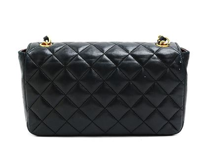 chanel-matelasse-quilted-chain-shoulder-bag-4