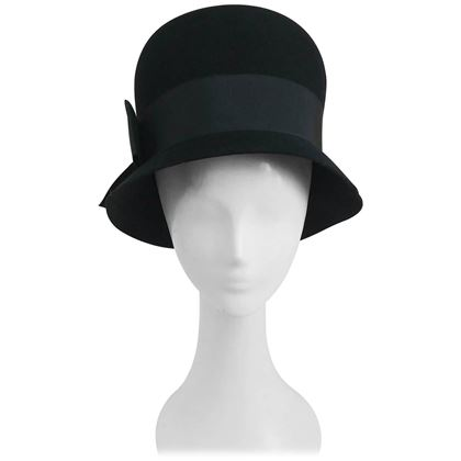 1960s-black-felt-cloche-hat-w-large-ribbon-band