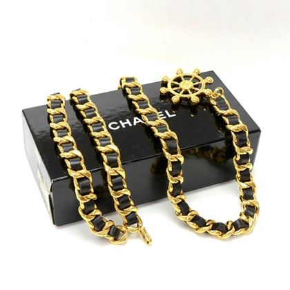 vintage-chanel-black-leather-x-gold-tone-chain-belt
