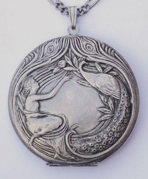 Pierre Bex 1970s Art Nouveau style Silver Plated Locket