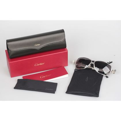 cartier-paris-edition-c-de-cartier-t8200722-black-leather-sunglasses