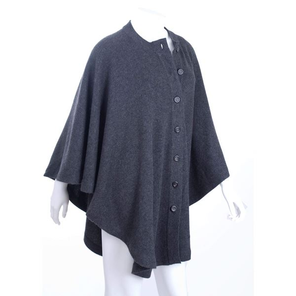 Amazing CHANEL Grey Cashmere Knit Cape