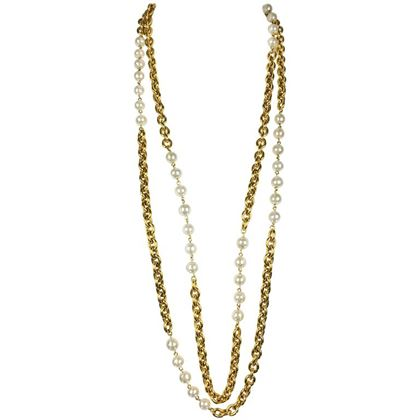 chanel-runway-look-double-strand-gilt-chain-and-pearl-sautoir-necklace-1984