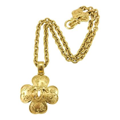 chanel-gold-plated-clover-shaped-logo-pendant-necklace-1996