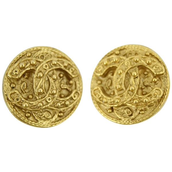 chanel-vintage-double-c-earring-in-gold-plated-metal-2