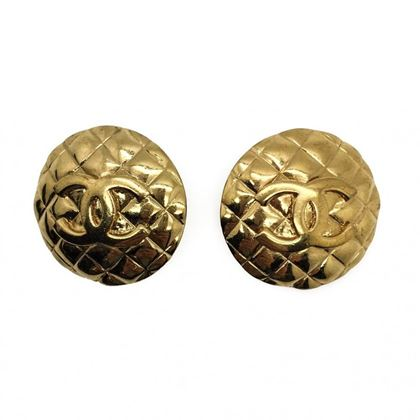 chanel-vintage-1990-quilted-gilt-cc-logo-clip-earrings