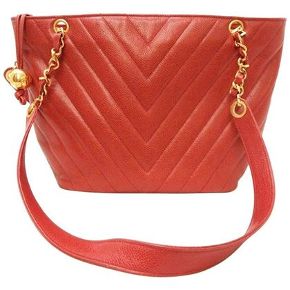 chanel-red-caviar-chevron-shoulder-tote-bag