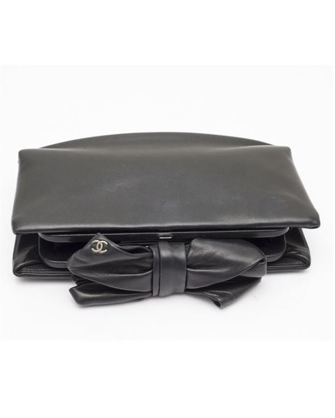 13b629d8e902 chanel-black-leather-bow-clutch