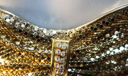 70s-whiting-and-davis-gold-chain-belt-2