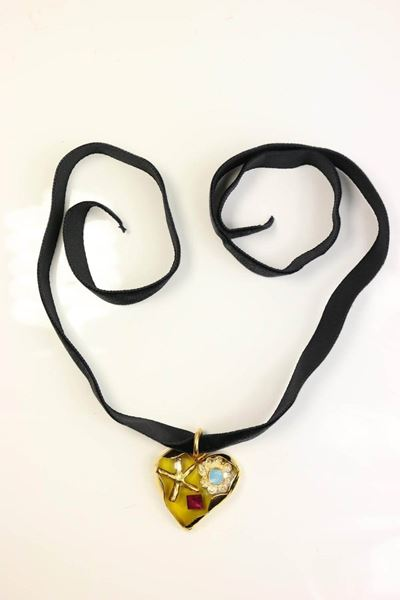 christian-lacroix-yellow-heart-shaped-gold-toned-black-velvet-strap-necklace-2
