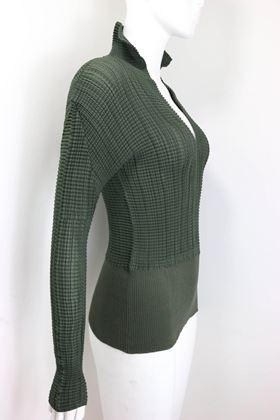 issey-miyake-green-pleated-v-neckline-collar-long-sleeves-top-2