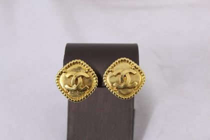 1996-chanel-classic-gold-plated-earrings-good-condition-2