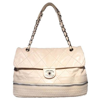 chanel-quilted-leather-zip-bottom-classic-shoulder-bag-3