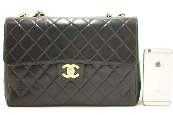chanel-11-jumbo-chain-shoulder-bag-crossbody-black-quilted-flap-4