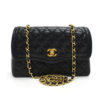 vintage-chanel-9-black-quilted-curved-flap-shoulder-bag