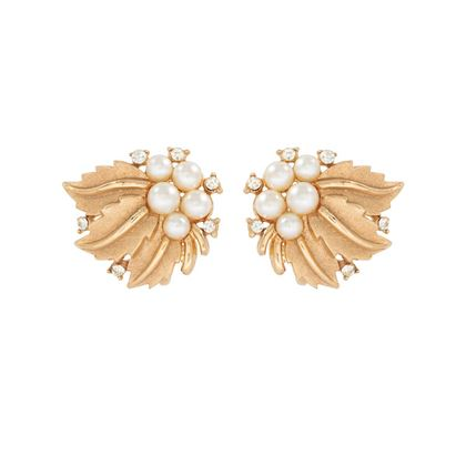 1950s-vintage-trifari-pearly-leaf-earrings-2