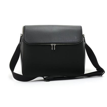 louis-vuitton-taimyr-black-taiga-leather-messenger-bag-4