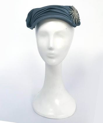 blue-pleated-cocktail-hat-with-starburst-rhinestone-brooch-1950s-2