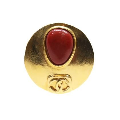 chanel-round-cc-mark-oval-stone-brooch-red