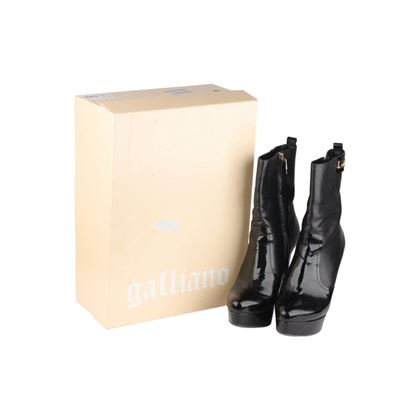 black-heeled-ankle-boots