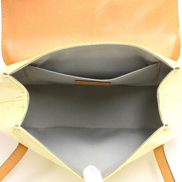 louis-vuitton-biscayne-bay-pm-perle-vernis-leather-shoulder-bag