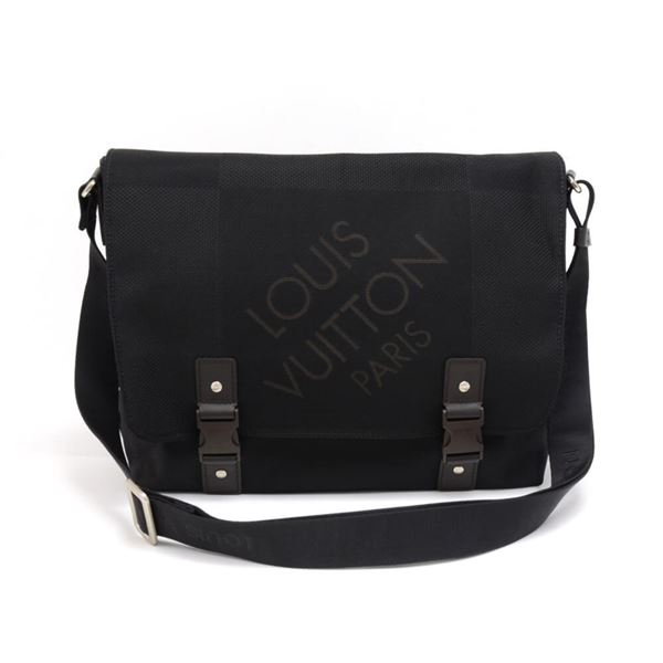 louis-vuitton-loup-black-noir-damier-geant-messenger-bag