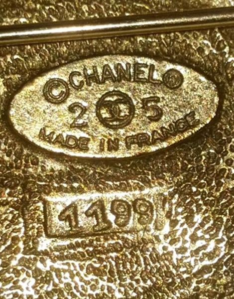 chanel-1980s-large-gold-gilt-brooch-with-gripoix-glass-cabochons
