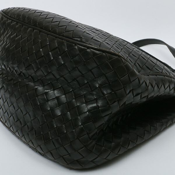bottega-veneta-intrecciato-shoulder-bag-black
