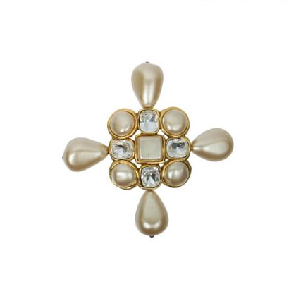 chanel-cross-motif-pearl-bijou-brooch-white