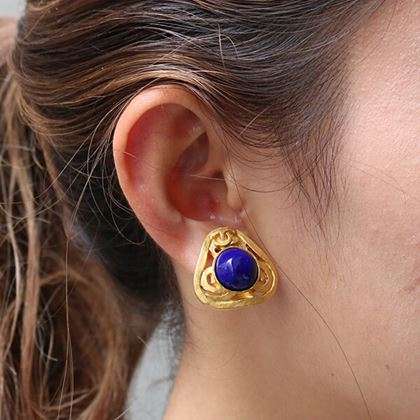 chanel-triangle-round-stone-cc-mark-earrings-blue