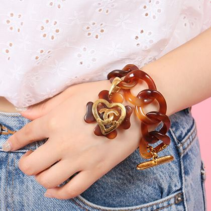 chanel-tortoiseshell-clover-motif-heart-cc-mark-bracelet-brown