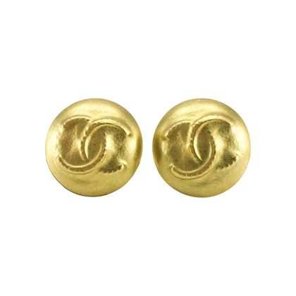 chanel-matte-gold-plated-round-logo-earrings-1995