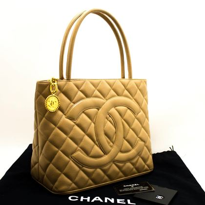 chanel-beige-gold-medallion-caviar-shoulder-bag-shopping-tote-2