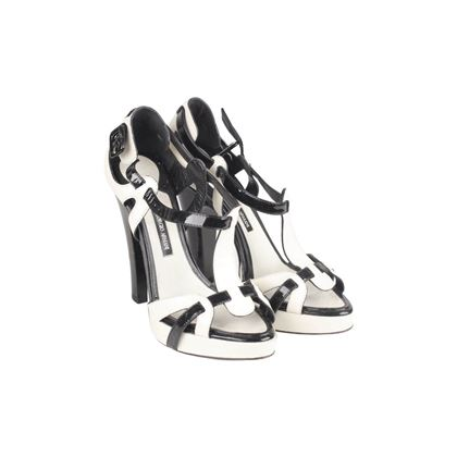 black-and-white-leather-heeled-sandals-pumps